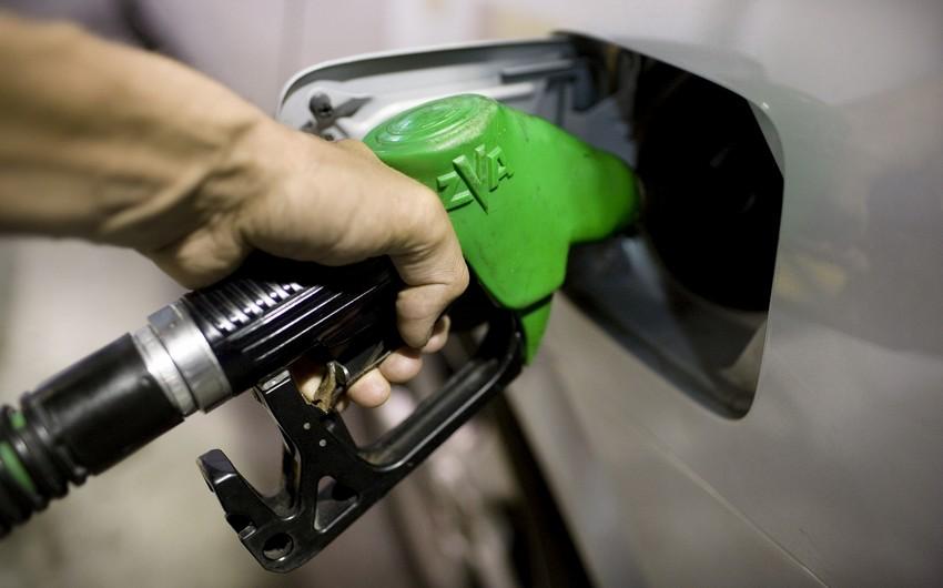 В Азербайджане вновь подешевел бензин