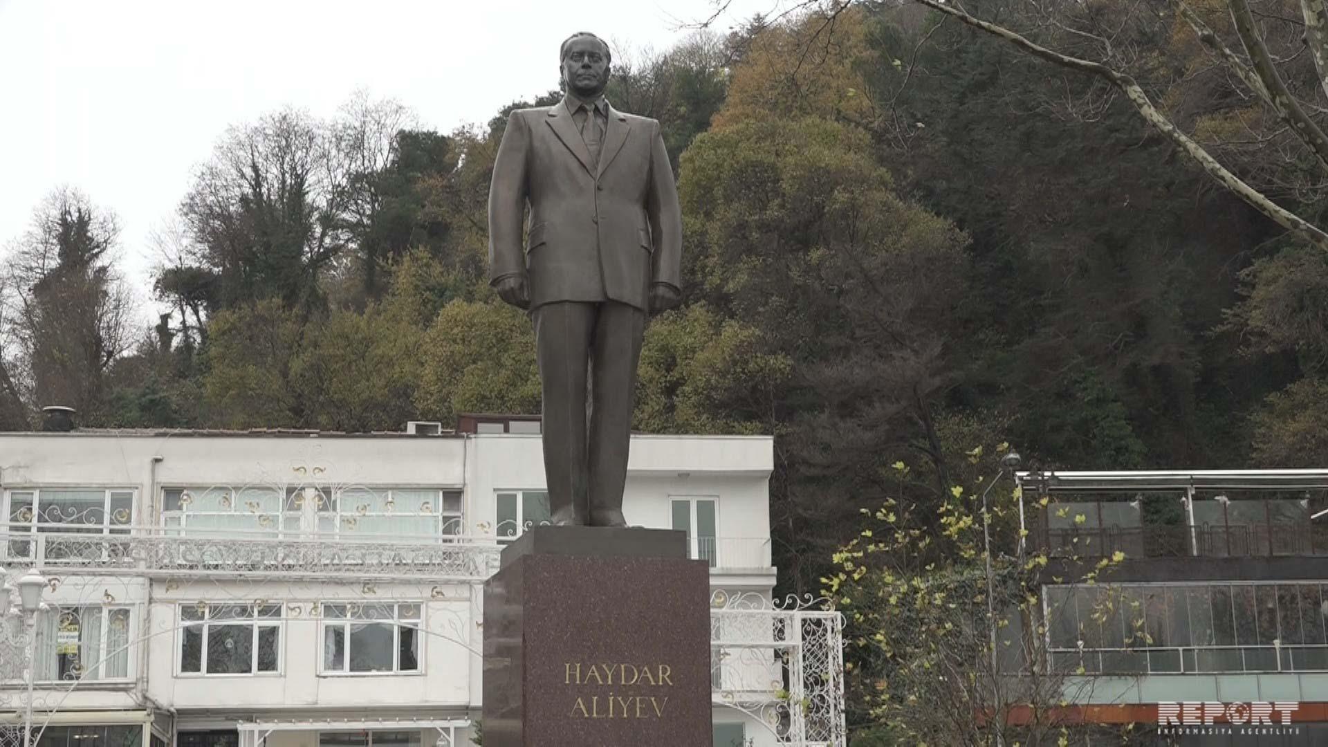 В Стамбуле и Измире почтили память общенационального лидера Гейдара Алиева