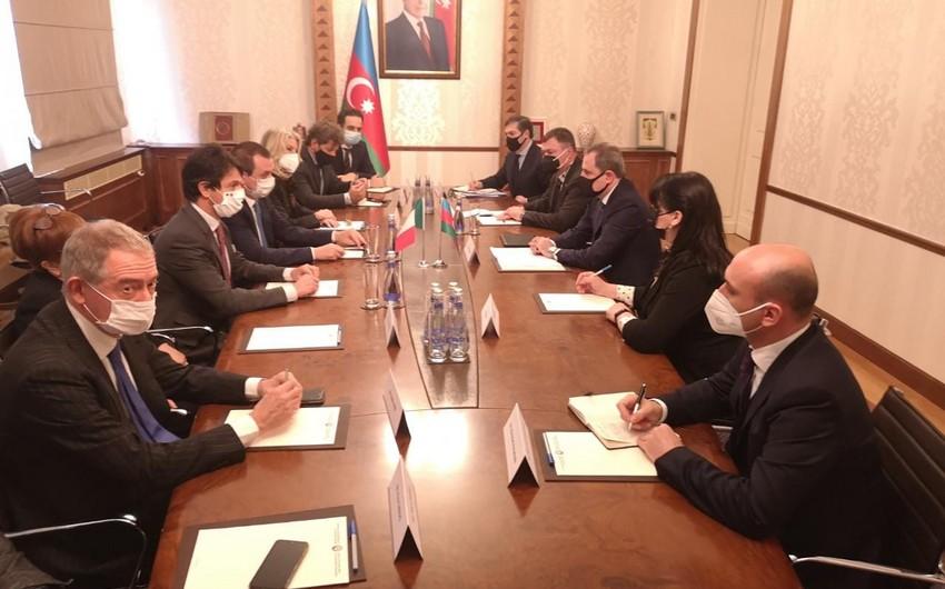 Ceyhun Bayramov İtaliya Deputatlar Palatasının sədr müavini ilə görüşüb