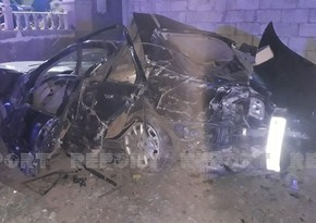 Kürdəmirdə baş verən qəzada avtomobil yararsız hala düşdü