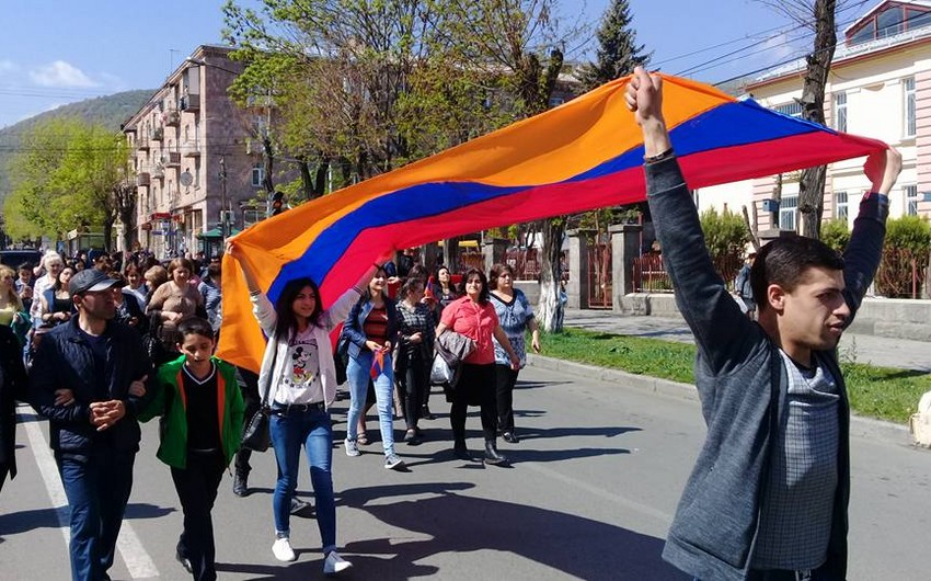 Gold-mining and sewing factory workers  in Armenia join strikes