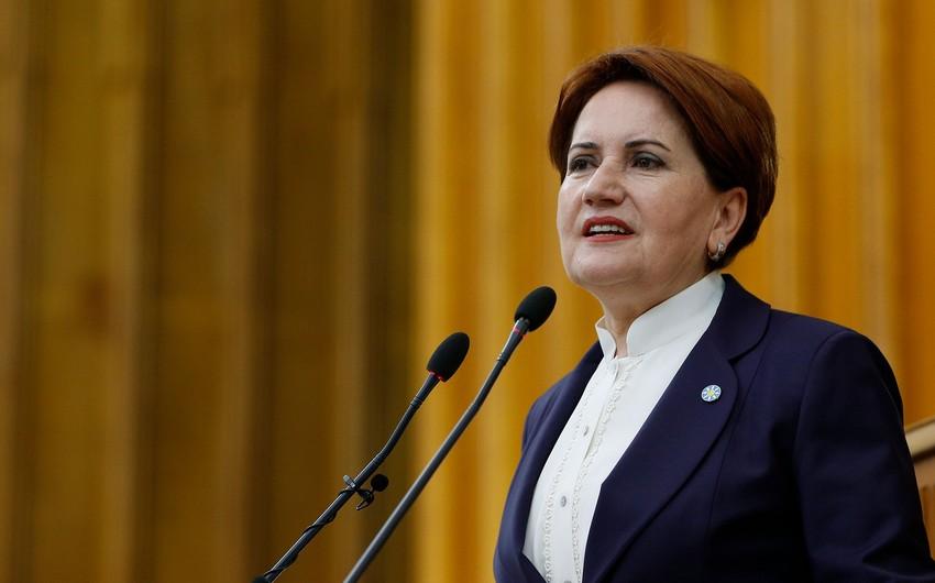 Akşener: Türkün şanlı bayrağını 30 ildən sonra Qarabağda yüksəldən zəfər mübarək olsun