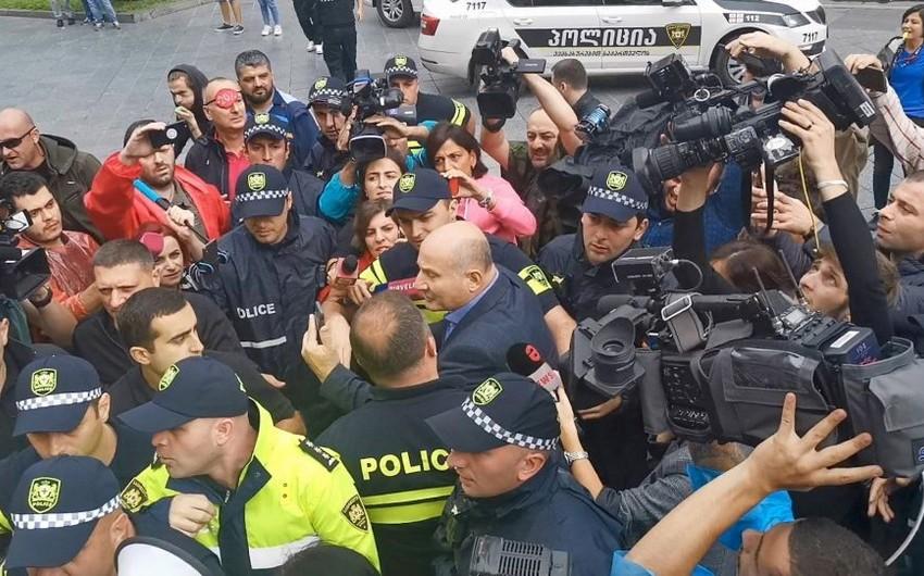 Tbilisidə etiraz aksiyasında qarşıdurma baş verib, 3 nəfər saxlanılıb
