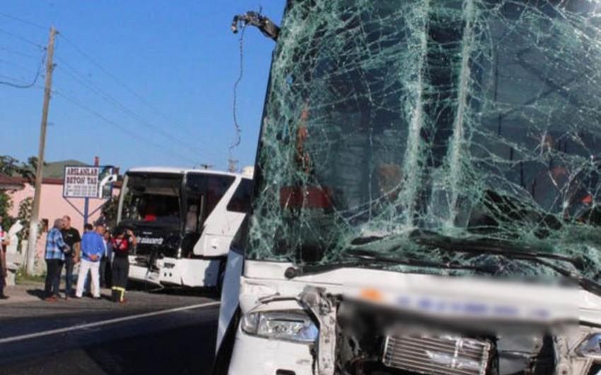 Türkiyədə sərnişin avtobusu Azərbaycandan İstanbula gedən yük avtomobilinə çırpılıb: - 15 yaralı
