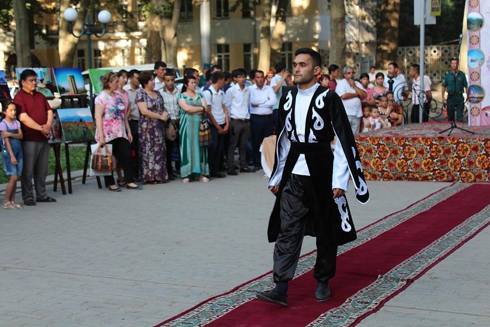 Karabakh outfits demonstrated in Uzbekistan