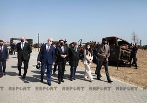 Участники международной конференции посетили Парк военных трофеев в Баку