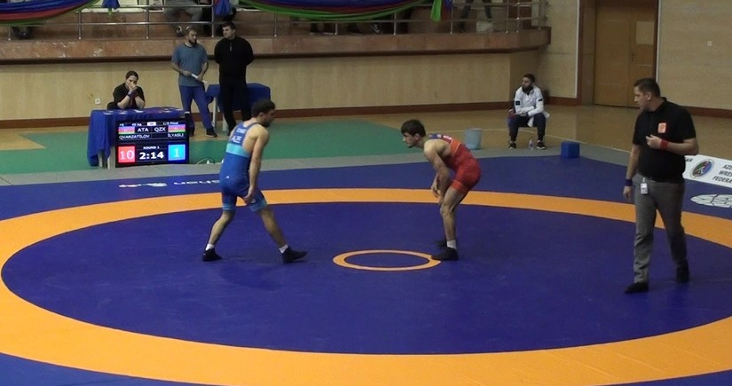 Another Azerbaijani wrestler defeats Armenian opponent