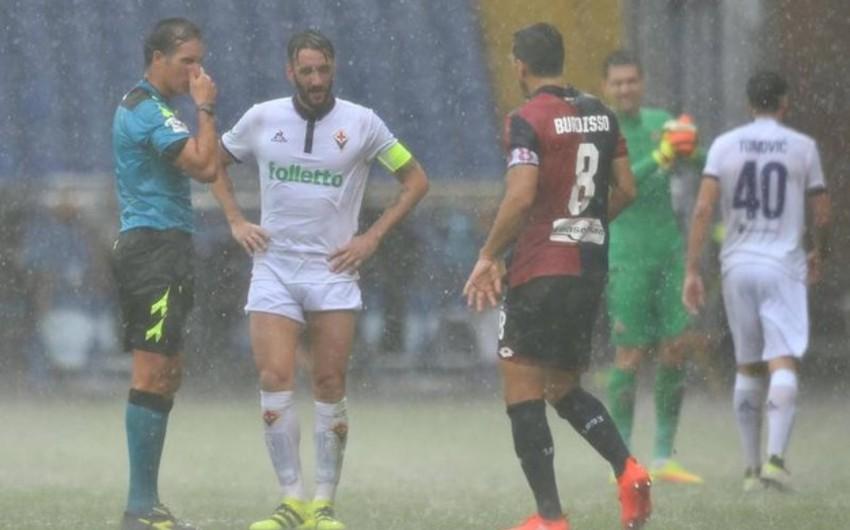 Два матча чемпионата Италии по футболу прерваны из-за сильного дождя