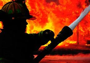 Suriyada neft emalı zavodu yanır