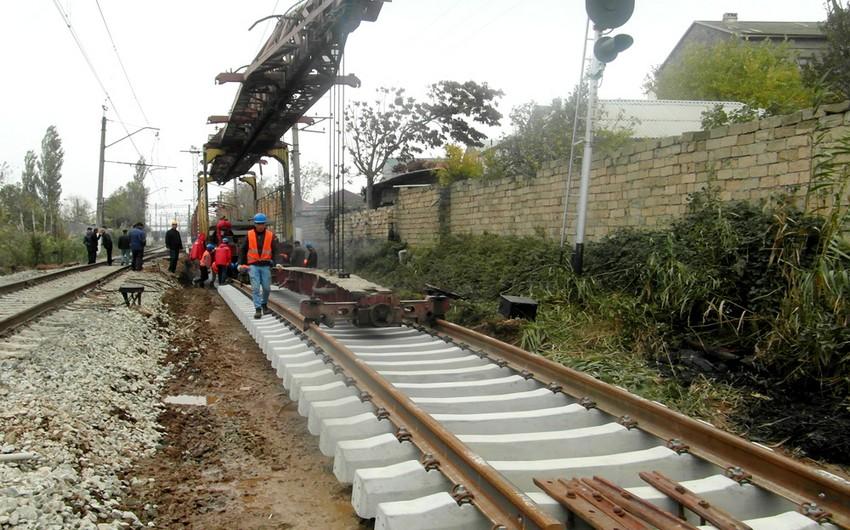 Atbulaq stansiyasının baş yolları təmir olunur