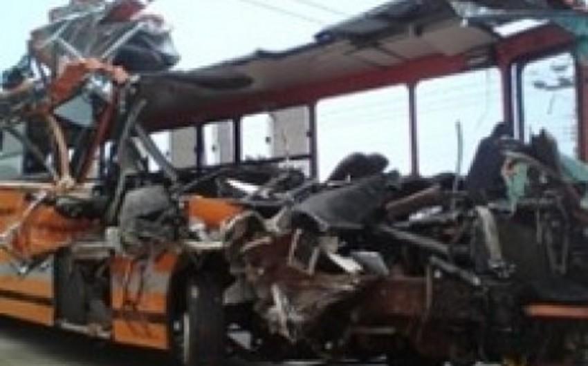 Qanada sərnişin avtobusu ilə yük maşını toqquşub, 61 nəfər ölüb