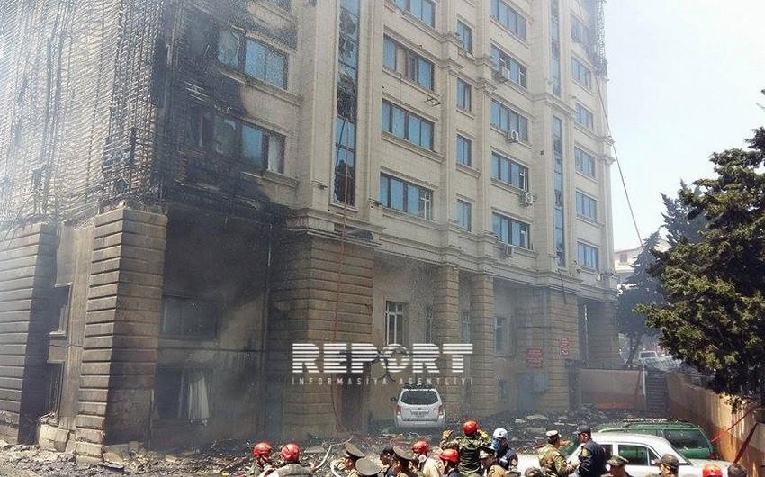 Bakıda yanan binada yaşayan ailələrin hər birinə 20 min manat dövlət yardımı veriləcək