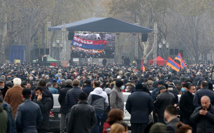Yerevanda aksiyaçılar küçədə gecələyirlər