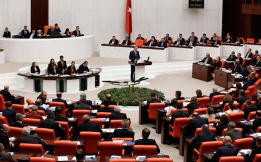 Türkiyə hərbçilərinin İraqda və Suriyada qalma müddəti uzadılıb