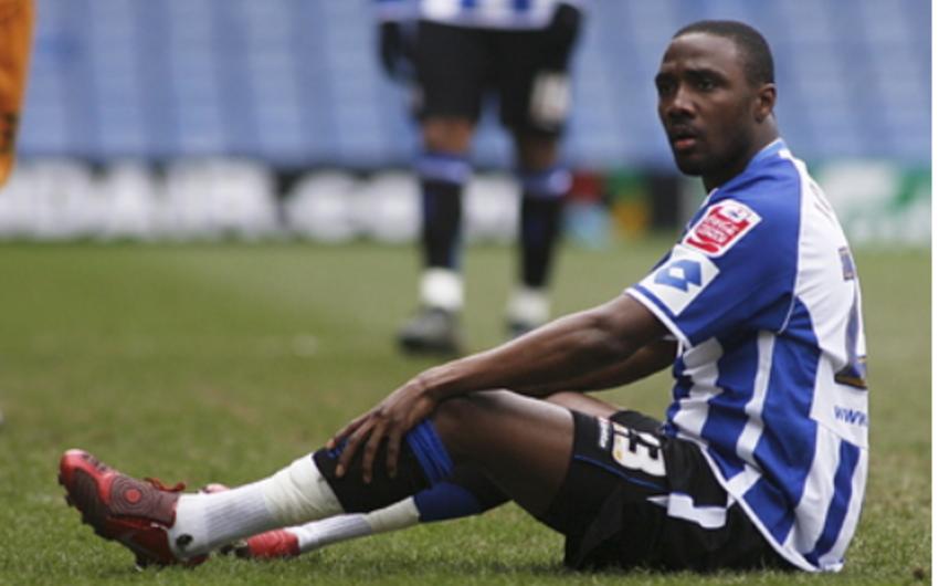 İngiltərədə çıxış etmiş futbolçu atışma zamanı yaralandı