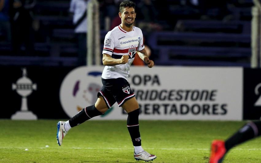 Məşhur futbolçu Braziliya klubundan ayrıldı