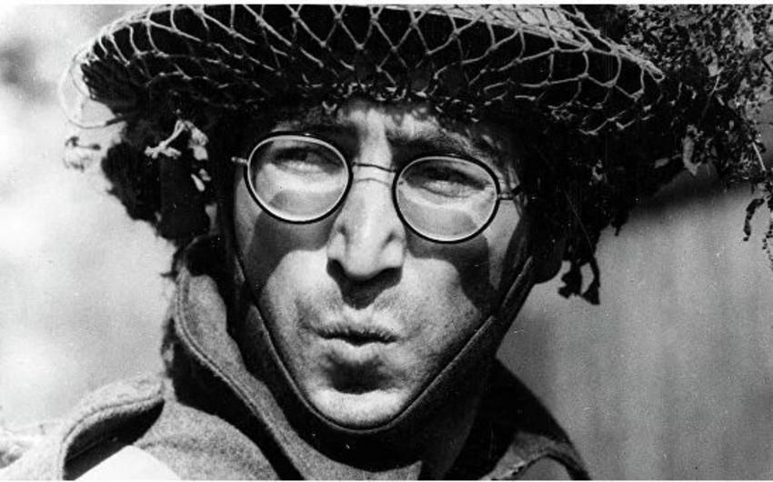Con Lennonun eynəyi hərracda 183 min dollara satılıb - FOTO