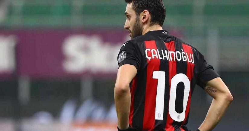 Juventus joins race for AC Milan's Hakan Çalhanoğlu