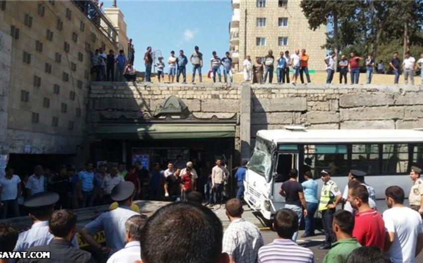 Bakıda avtobus qəzasında 8 nəfər yaralanıb - YENİLƏNİB