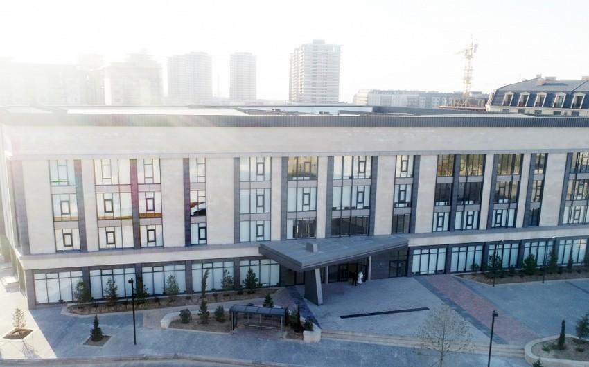 Ильхам Алиев и Мехрибан Алиева приняли участие в открытии нового здания Бакинского Евролицея