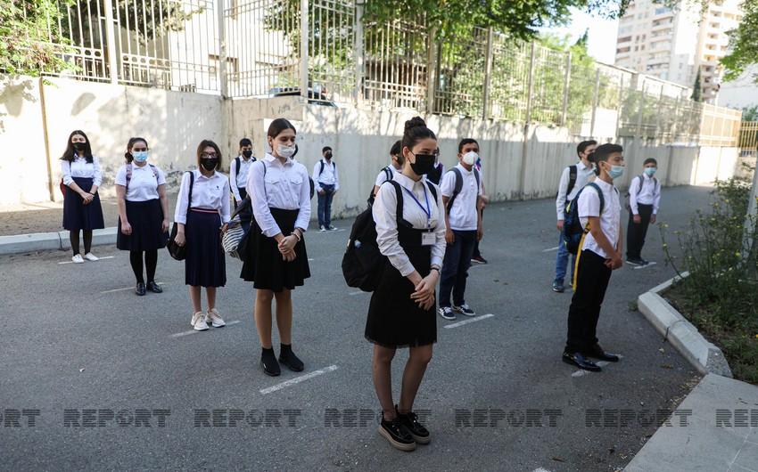 Social distance between individuals at school entrances reduced in Azerbaijan
