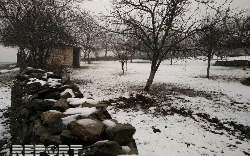 Novruz bayramı günü Qaxın dağ kəndlərinə qar yağıb - FOTO-VİDEO
