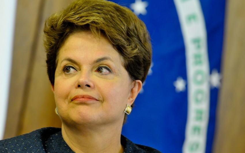Braziliya prezidenti şəxsi əşyalarını saraydan daşıtdırır