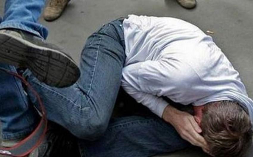 Xırdalanda 18 yaşlı gənci dayısı döyüb
