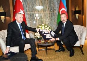 Ərdoğan Azərbaycan Prezidentinə üstündə Xarıbülbül təsviri olan saatlar hədiyyə edib