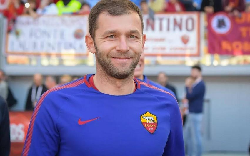Roma klubunun qapıçısı karyerasını başa vurub