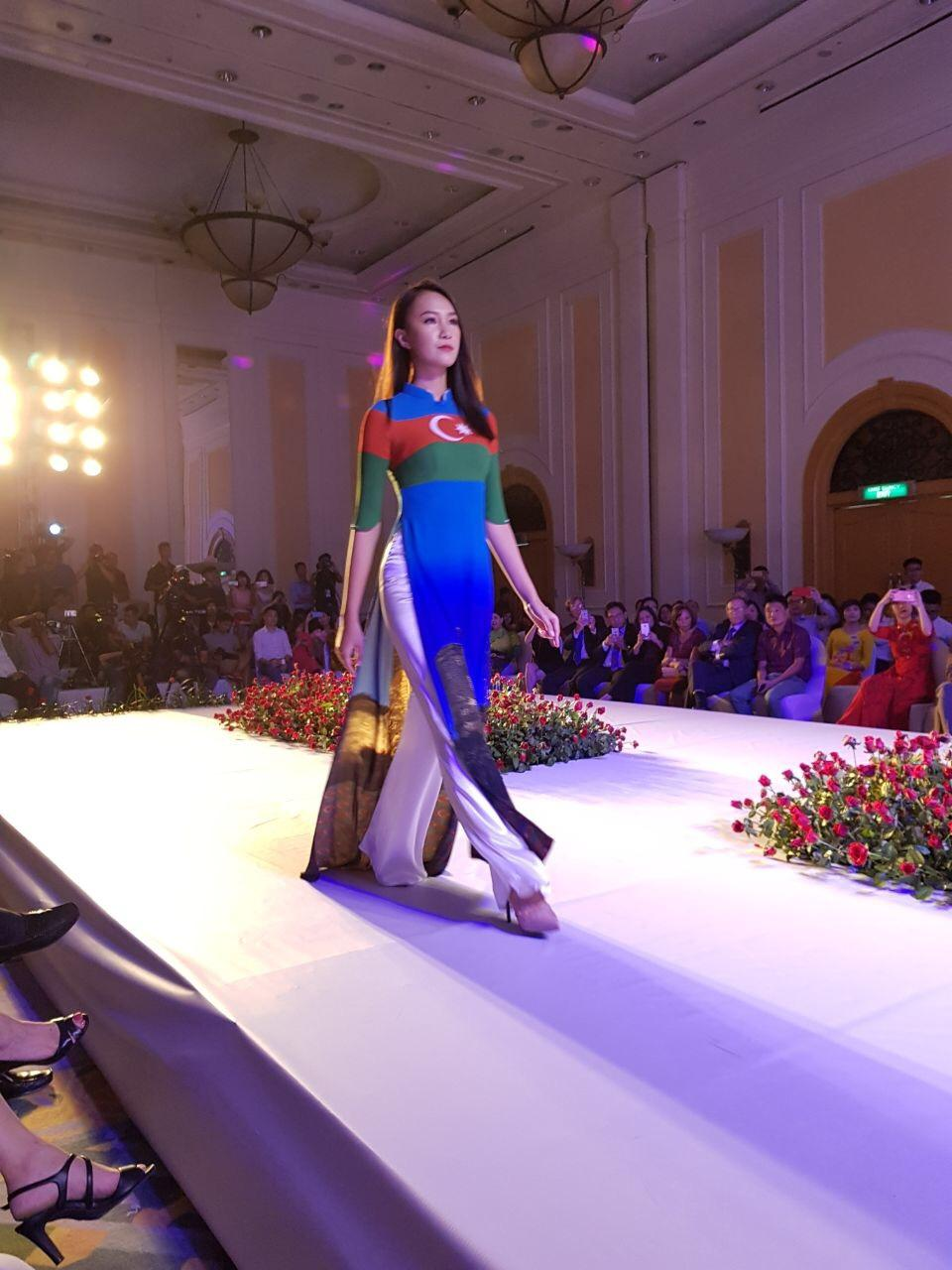A dress depicting Azerbaijani flag features in Hanoi