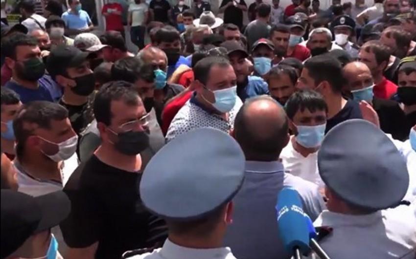 Ermənistanda bazarın bağlanmasına etiraz olaraq aksiya keçirilir