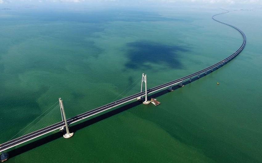Çində dünyanın ən uzun dəniz dəmir yolu-avtomobil körpüsü inşa edilib