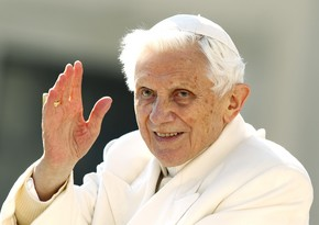 Sabiq Roma Papası ağır xəstələnib