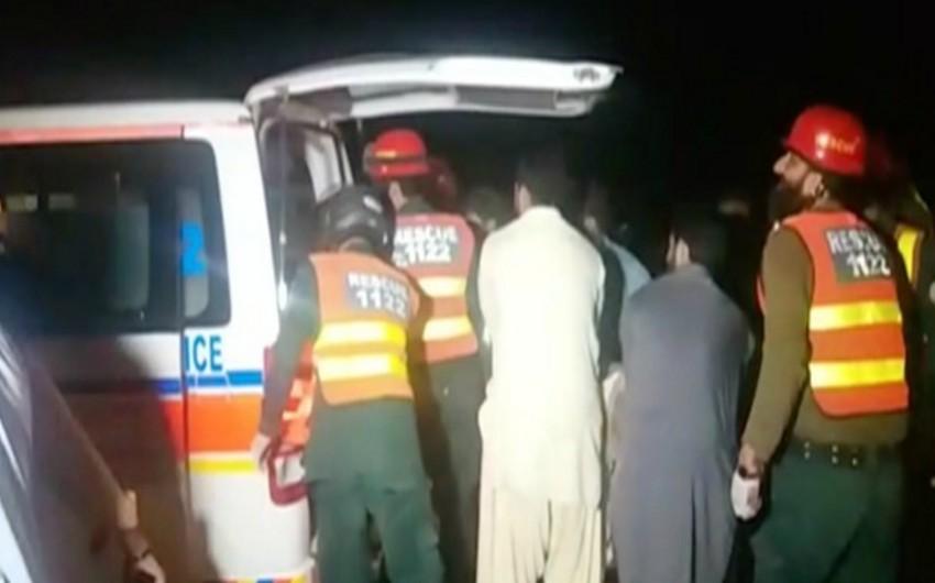 Pakistanda iki avtobusun toqquşması nəticəsində 19 nəfər ölüb