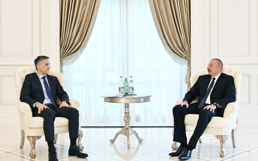 Президент Ильхам Алиев принял генерального исполнительного директора компании Signify