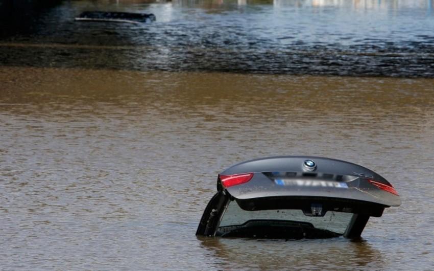 В Товузе автомобиль упал в канал, есть пострадавшие