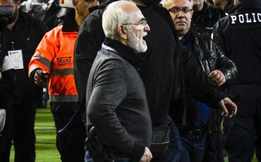 PAOK klubunun sahibinin oyun zamanı meydana silahla girməsi ilə bağlı bəyanat yayılıb - VİDEO
