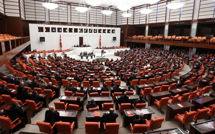 Türkiyə parlamenti Konstitusiyaya prezident idarə üsulu ilə bağlı dəyişiklikləri qəbul edib