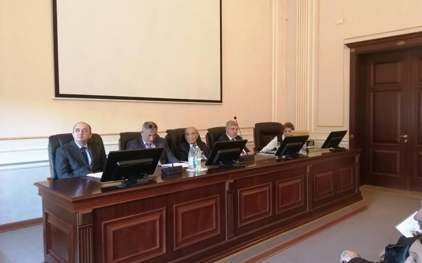 Dilçilik İnstitutunda İmadəddin Nəsimi yaradıcılığına həsr olunmuş elmi konfrans keçirilib