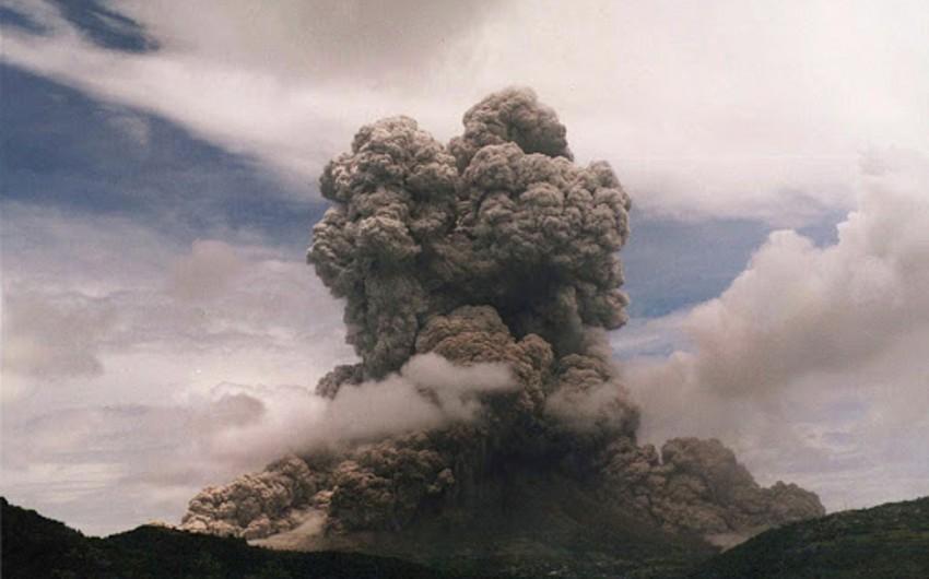 Вулкан на территории Сент-Винсента и Гренадин начал извергаться