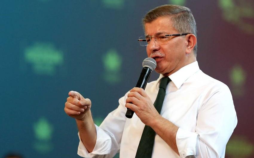 Ahmet Davutoğlu koronavirusa yoluxub
