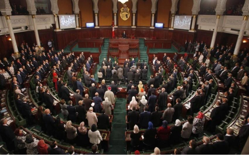 Tunis parlamenti ölkə tarixində ilk dəfə yeni hökuməti təsdiqləməyib