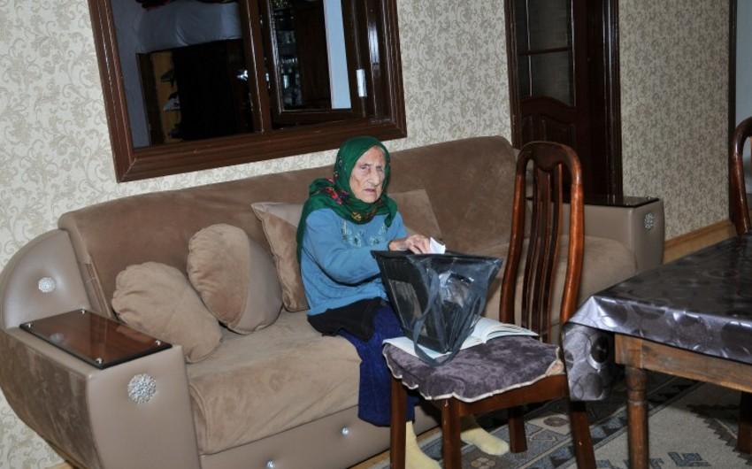 112-летняя избирательница проголосовала на муниципальных выборах в Азербайджане- ФОТО