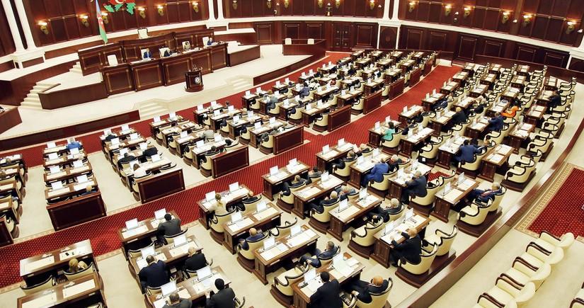 Депутатов Милли Меджлиса поздравили на Гурбан-байрамы деньгами