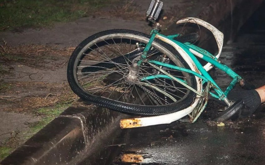 Sabirabadda velosipedçini maşın vurub