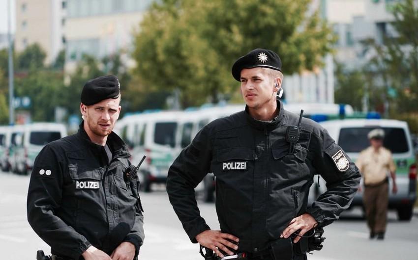 Almaniya polisi məscidlərə nəzarəti gücləndirdi - FOTO