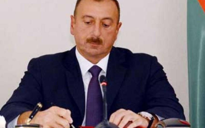 """Azərbaycan prezidenti """"Rəfiq Zəka Xəndanın 75 illik yubileyinin keçirilməsi haqqında"""" sərəncam imzalayıb"""