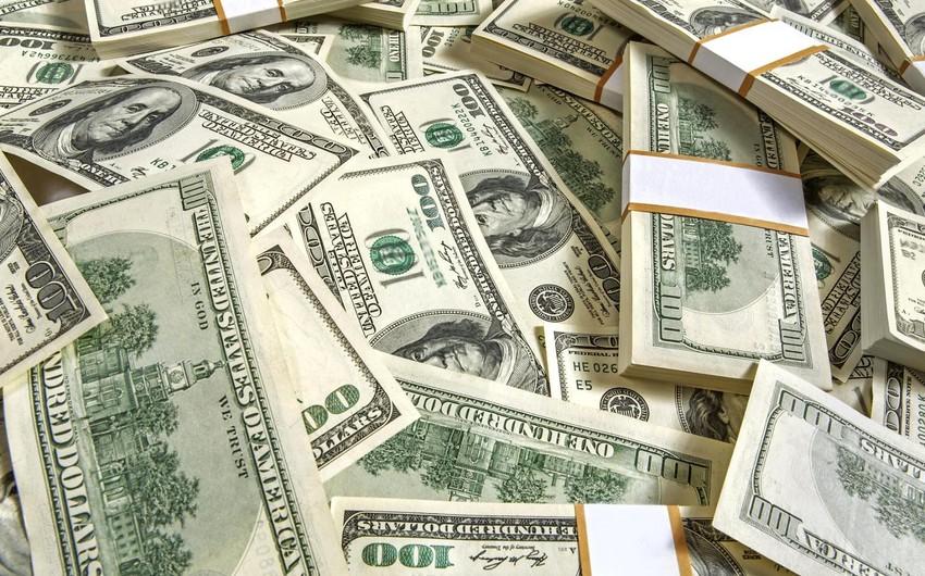 В квартире и офисе бывшего гендиректора обнаружены 330 тыс. долларов и 87 тыс. манатов