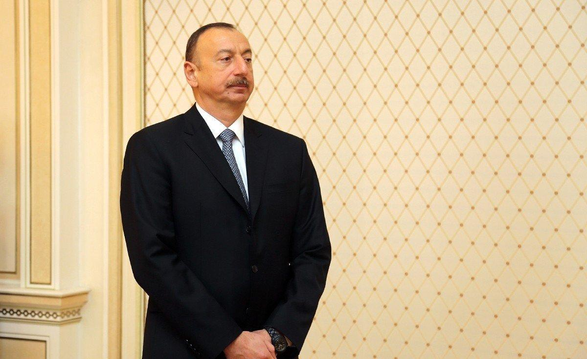 Президент Азербайджана поздравил ирландского коллегу